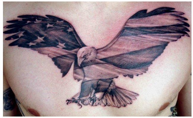 Tatuajes de águilas en el cuello
