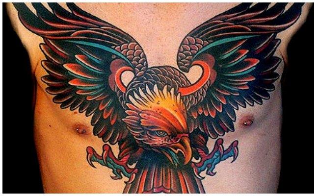 Tatuajes de águilas en el hombro