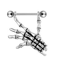 Mano de esqueleto piercing en el pezón hombres