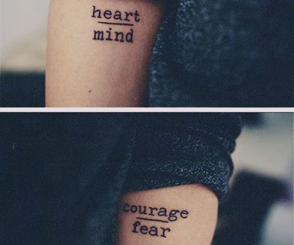 Pequeños tatuajes de letras sencillas