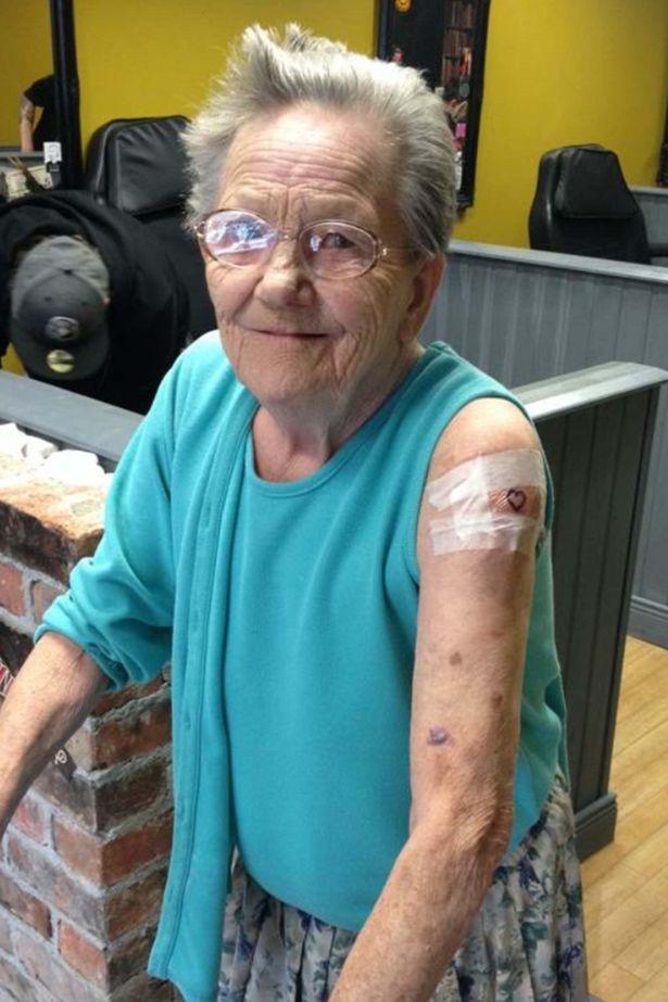 Sadie Sellers abuela con tatuajes
